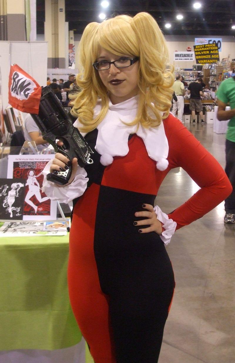 Harley-quinn-cosplay-heroes-con