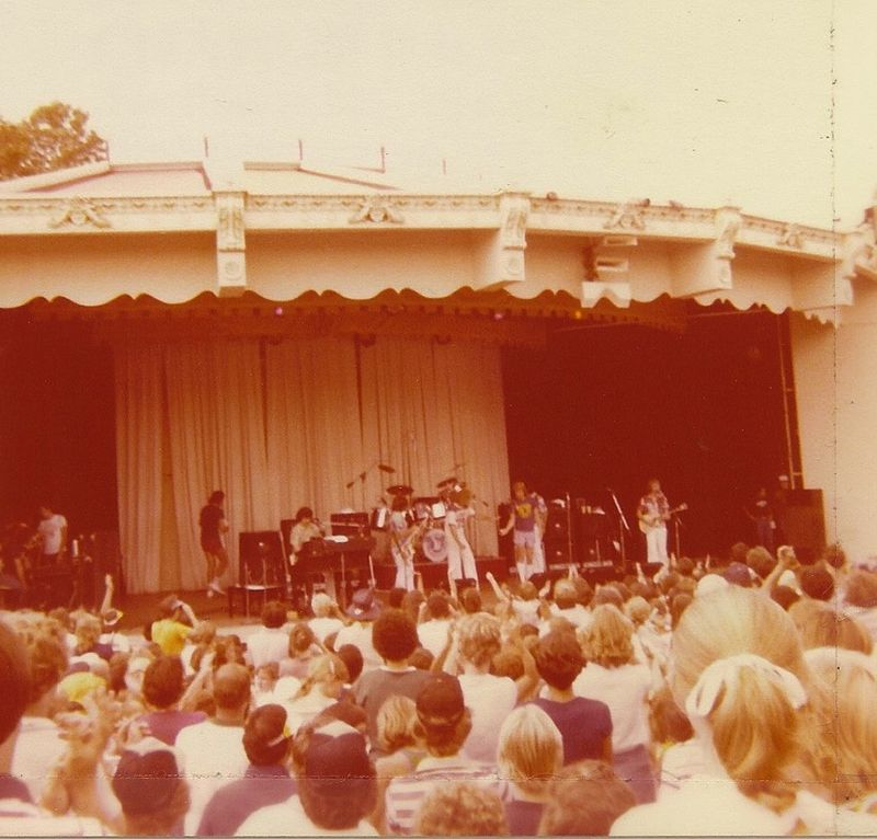 Jan-and-dean-carowinds-paladium-1979-live