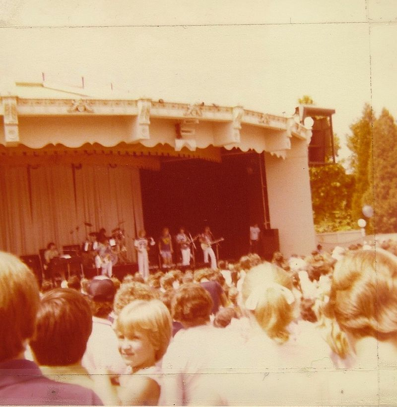 Jan-and-dean-carowinds-paladium-1979