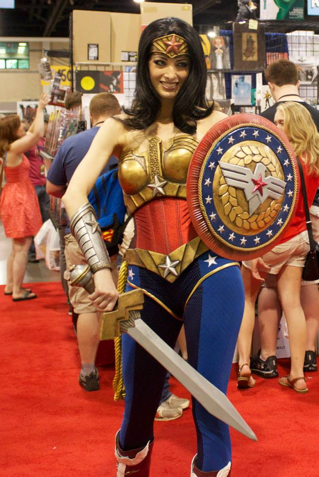 Heroescon-2014-wonder-woman-katie-cosplay